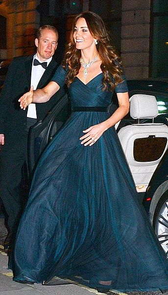 343px-Princess_Kate_Middleton_arrive_at_the_Portrait_Gala_2014-02-11.jpg