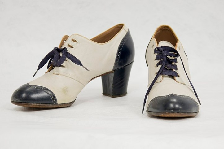 800px-Shoes,_pair,_woman's_(AM_1995.162.5-1).jpg