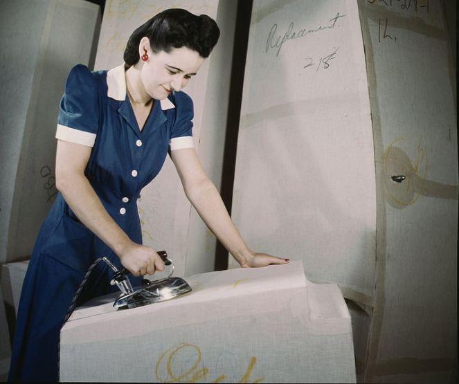 716px-Ironing.jpg